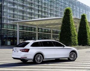 SKODA_Superb_res_resize